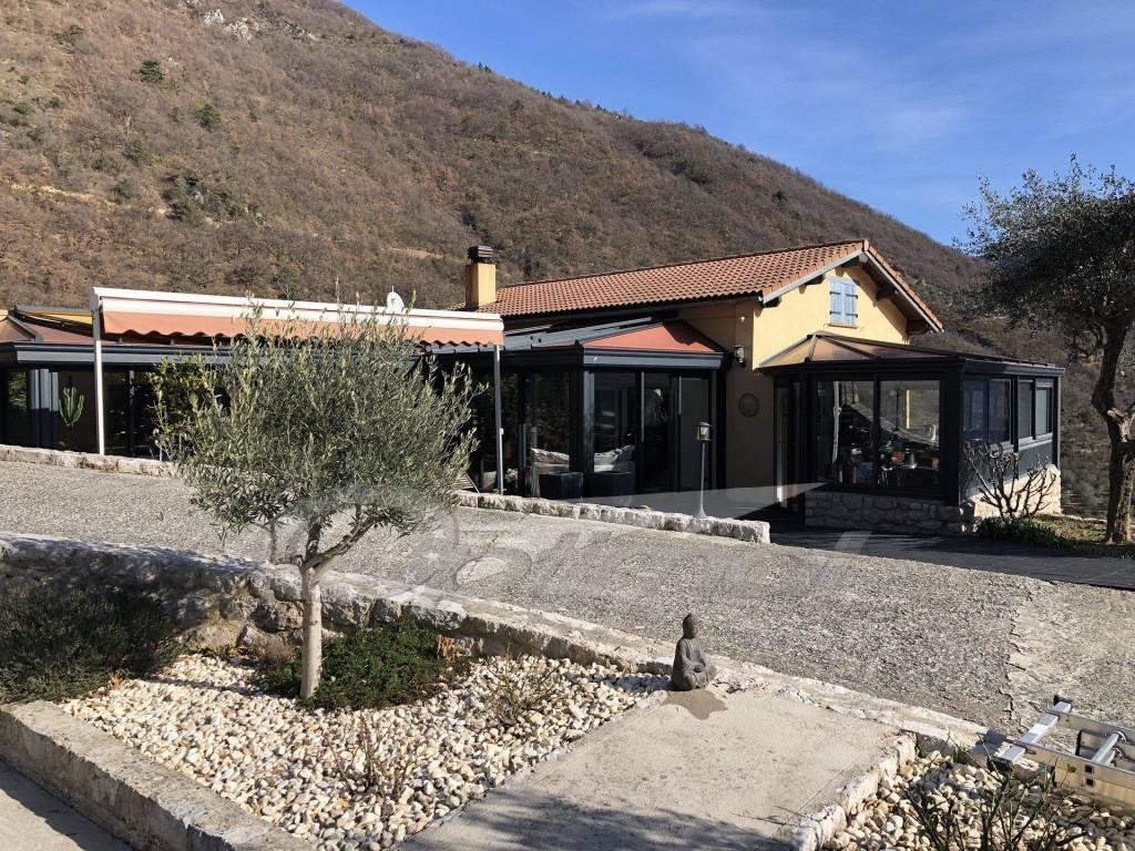 Villa 6 pièces avec dépendance et piscine