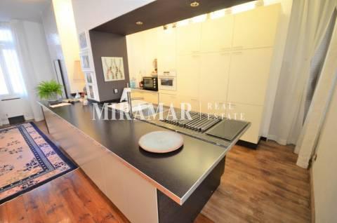 Kitchen Kitchen island Stainless steel Kitchen bar Wooden floor