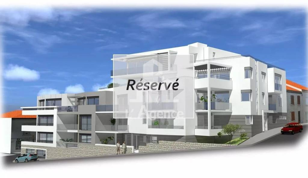 ROYAN HYPERCENTRE : SUPERBE APPARTEMENT TERRASSE