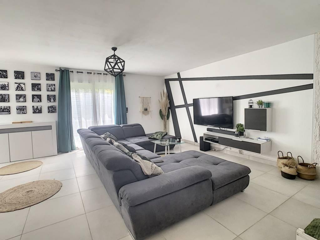 Villa plain-pied 3 chambres entièrement rénovée