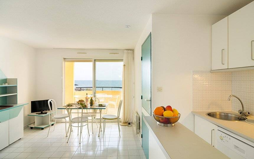 Appartements 4 à 8 pers. CAP D'AGDE 50m de la plage