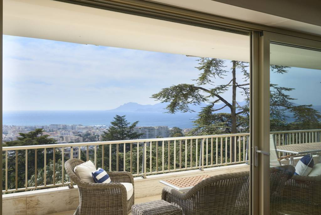 CANNES CALIFORNIA - 6 ROOM APARTMENT - STUNNING SEA VIEW