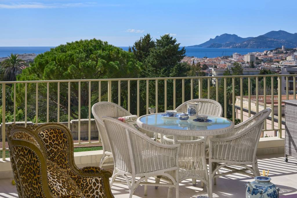 CANNES CALIFORNIE -  2 BEDROOMS APARTMENT - SEA VIEW