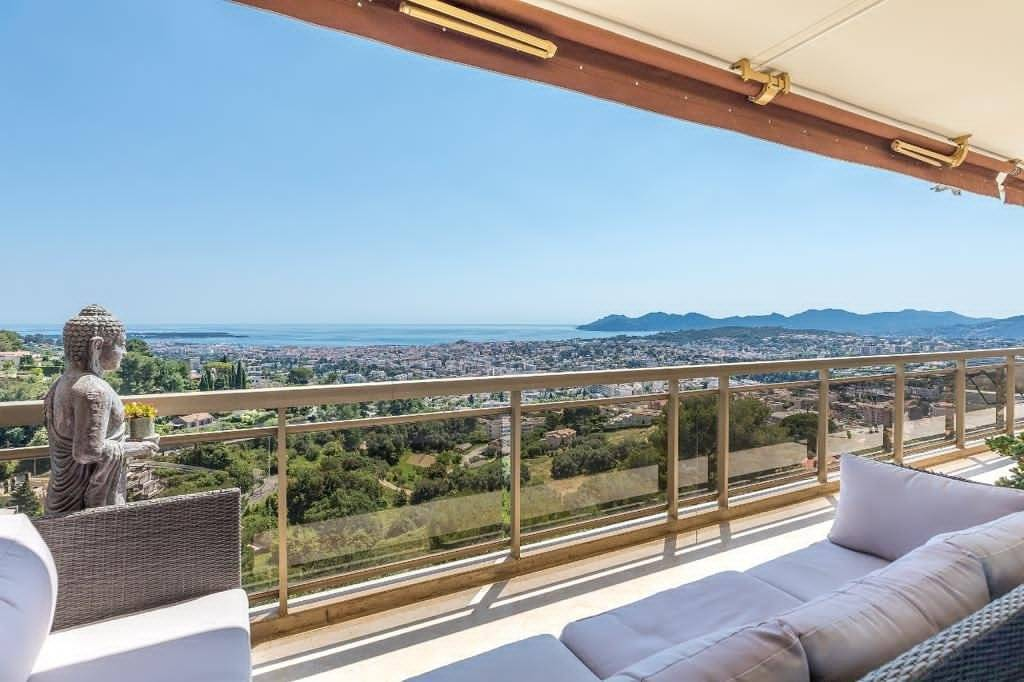 NEAR CANNES - 4 EDROOMS APARTMENT - PANORAMIC SEA VIEWS