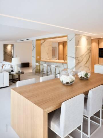 Dining room Kitchen bar