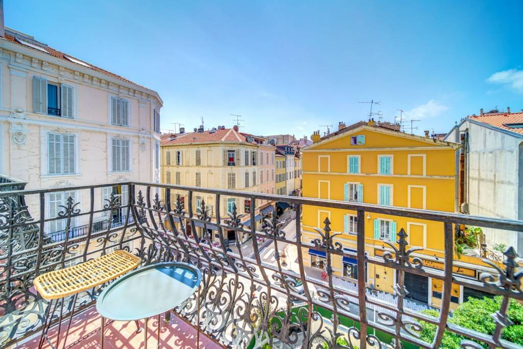 CANNES CARRE D'OR -  APPARTEMENT 4 PIECES - TERRASSE