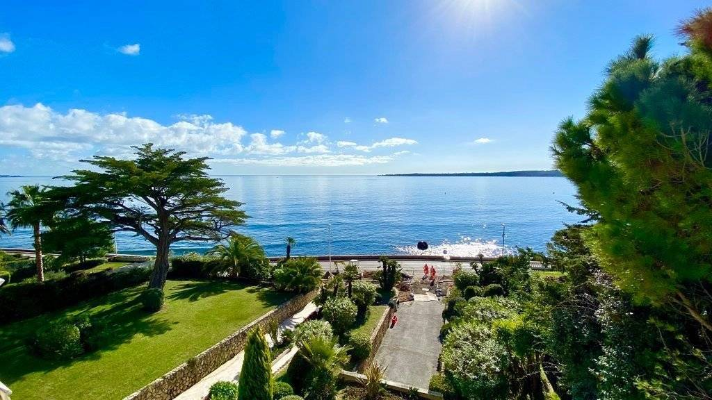 CANNES PALM BEACH - 4 BEDROOMS APARTMENT - SEA FRONT -