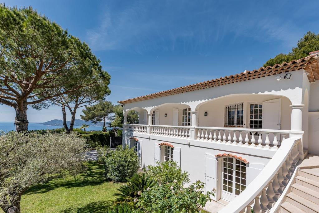 HEIGHTS OF CANNES, VILLA TO RENT - SEA VIEW - SWIMMING POOL