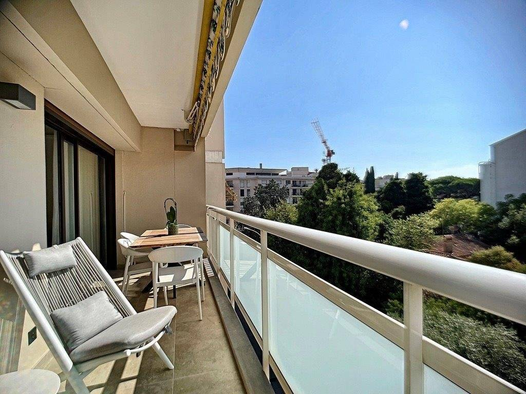 CANNES CENTER - APARTMENT WITH 2 BEDROOMS - TERRACE