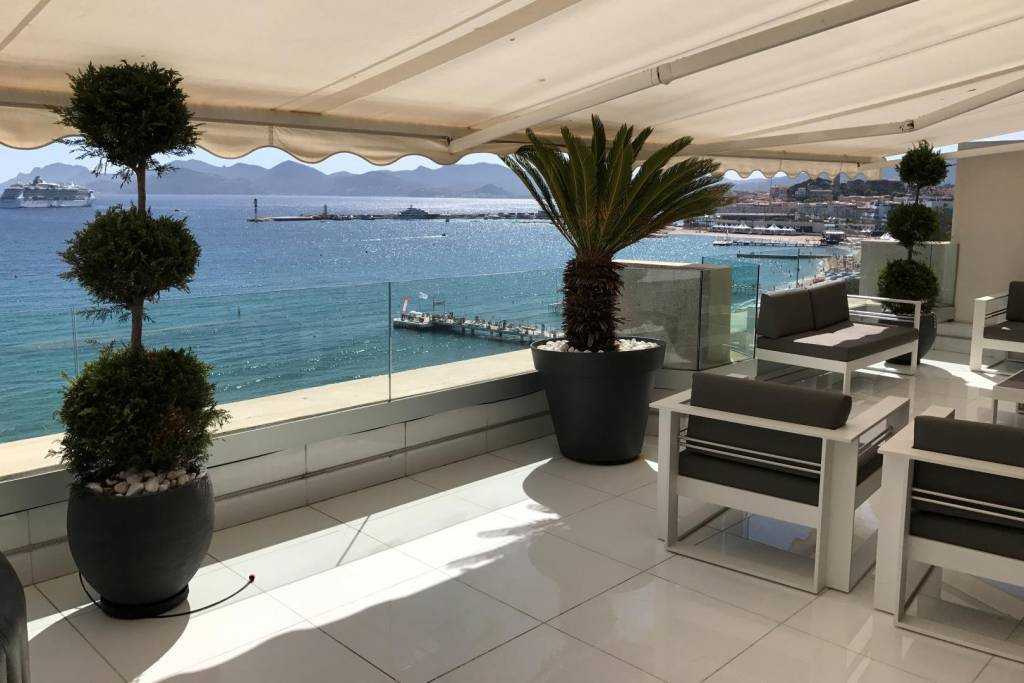 CANNES CROISETTE ROOF TOP  WITH SEA VIEW