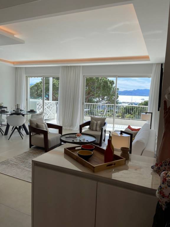 CANNES CROISETTE - SUPERB  2 BEDROOMS APARTMENT