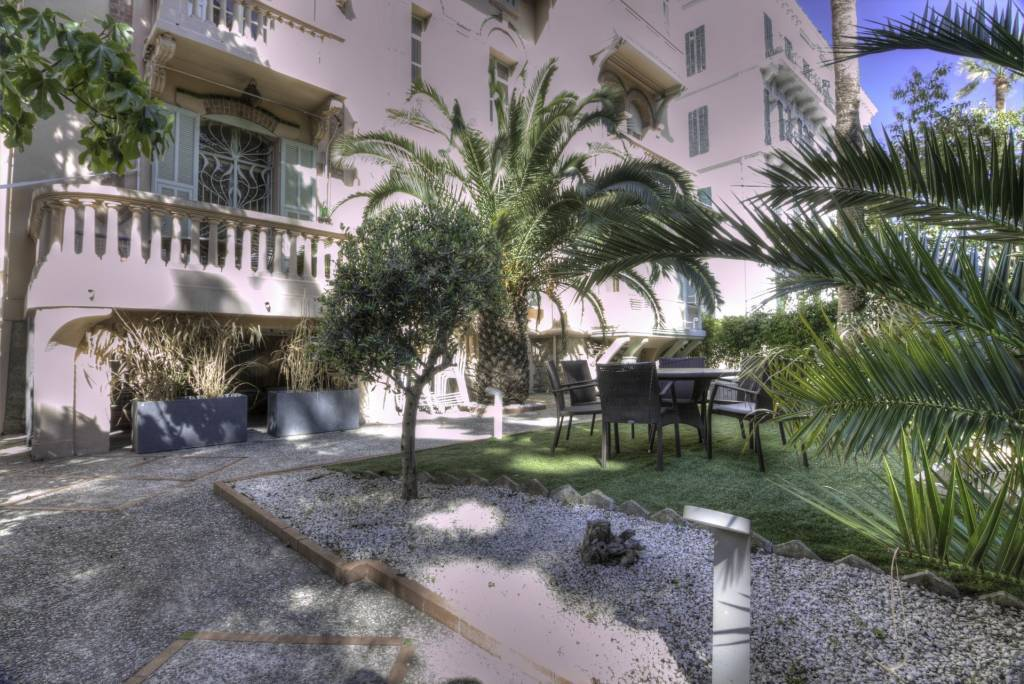 CANNES CENTER - DOUBLE APARTMENT WITH GARDEN