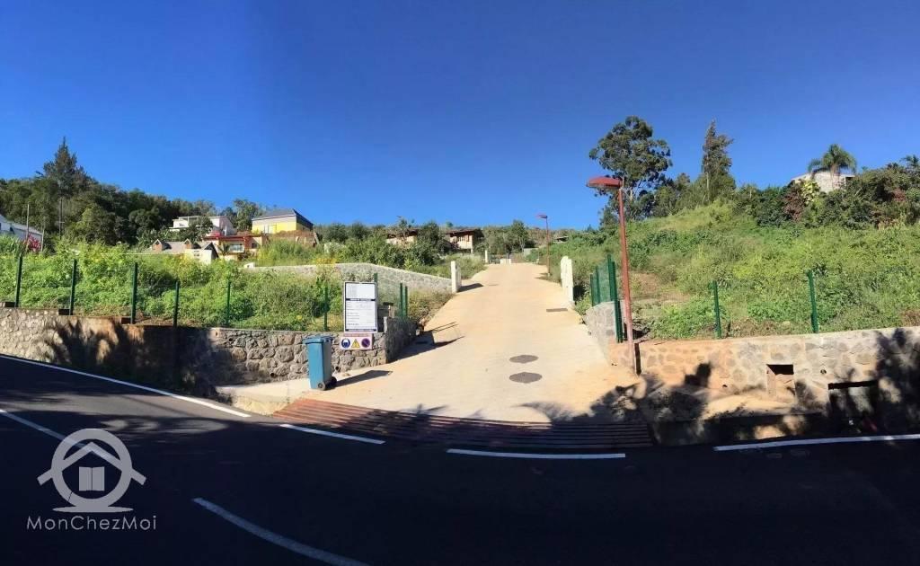 Possession (Ravine à Malheur) : Parcelle viabilisée de  560 m² à 180 000,00 euros FAI