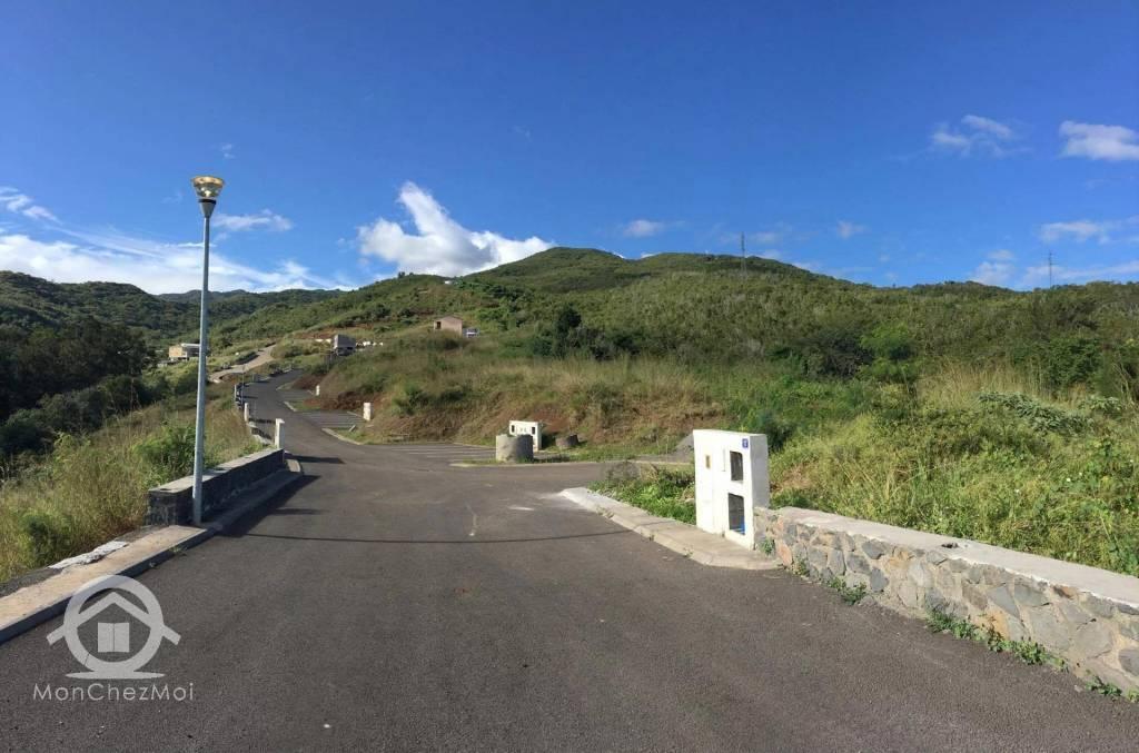 Possession (Ravine à Malheur) : Parcelle viabilisée de 404 m² à 148 626,00 euros FAI