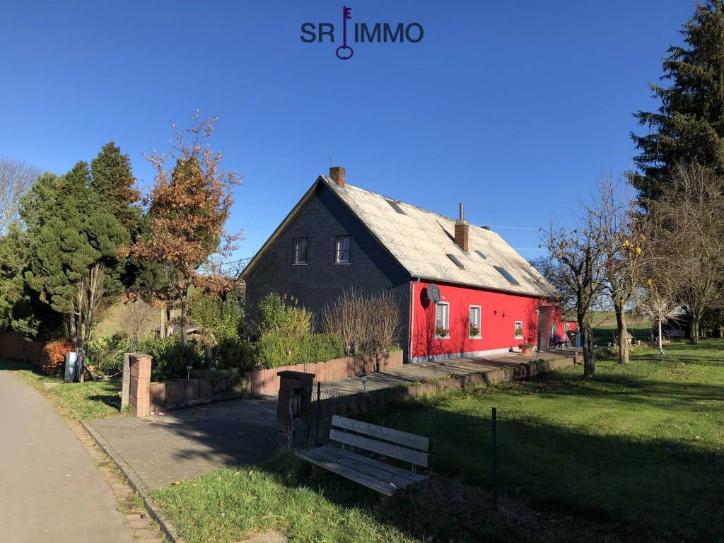 Idyllische Alleinlage auf großem Grundstück nur 13 km von Hosingen!
