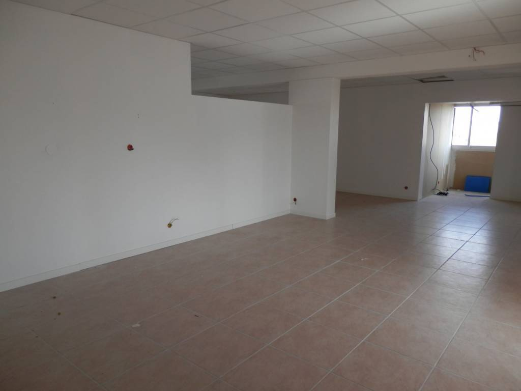 La Seyne local 200m² Lery  ascenseur