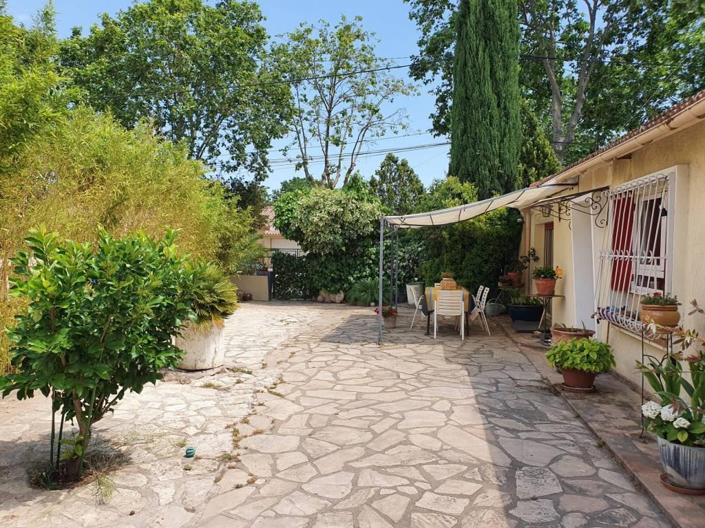 5 mins du centre de Pezenas, maison avec jardin et garage