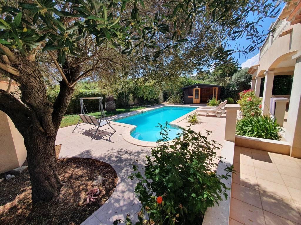 Villa avec piscine et une vue magnifique