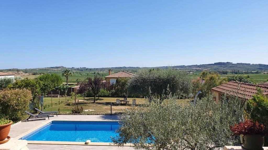 Villa 3/4 chambres avec vues, grand jardin et piscine