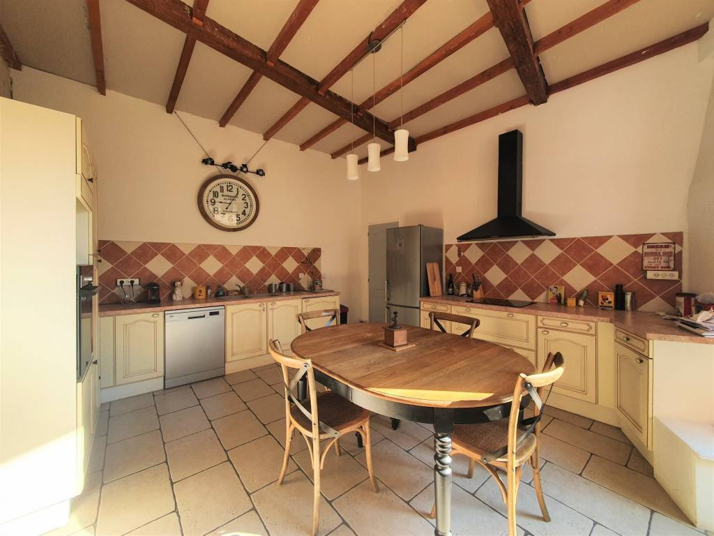 Maison de Vigneron avec terrasse et garage