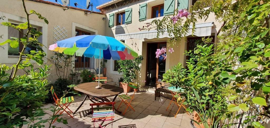 Belle maison de ville avec cour et terrasse