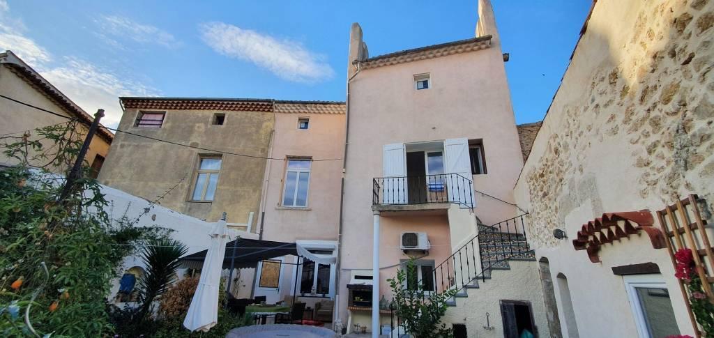 Magnifique maison de village avec une grande terrasse