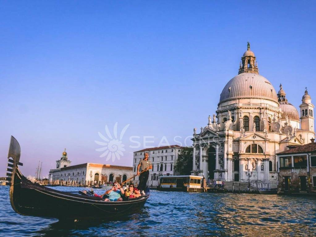 """Block with a view of the """"Chiesa della Salute"""""""