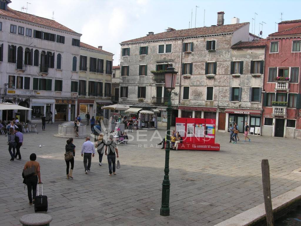 Characteristic shop for rent in Venice, Dorsoduro