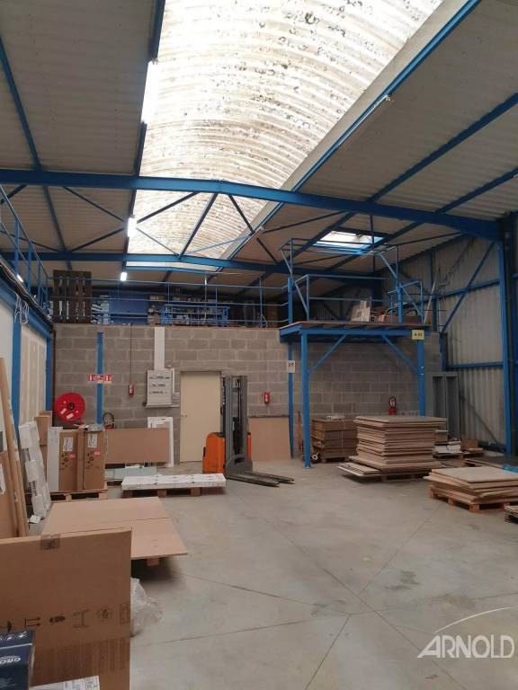 A VENDRE LOCAL SHOWROOM DEPOT BUREAU ET MEZZANINE 1450 M²