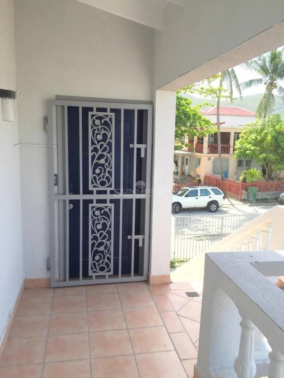 Large Cole Bay office space! Available now