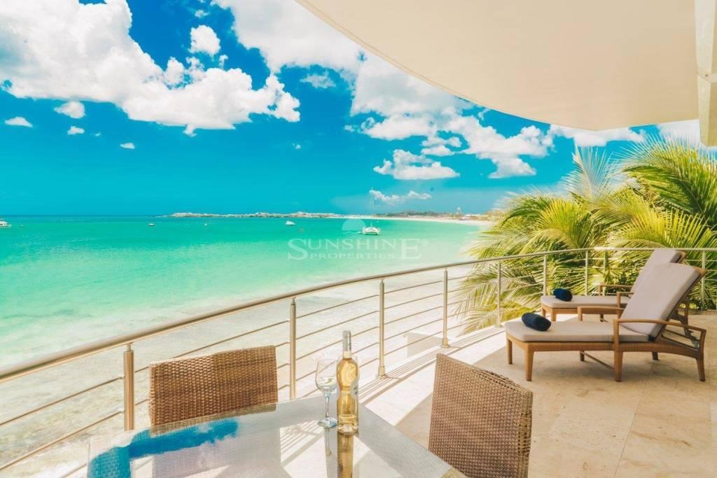 Stunning beautiful beachfront living