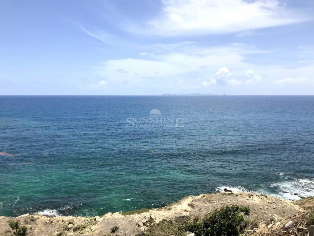 Point Blanche Opportunity Carve out a great opportunity with a size of 1622m2, and great views!