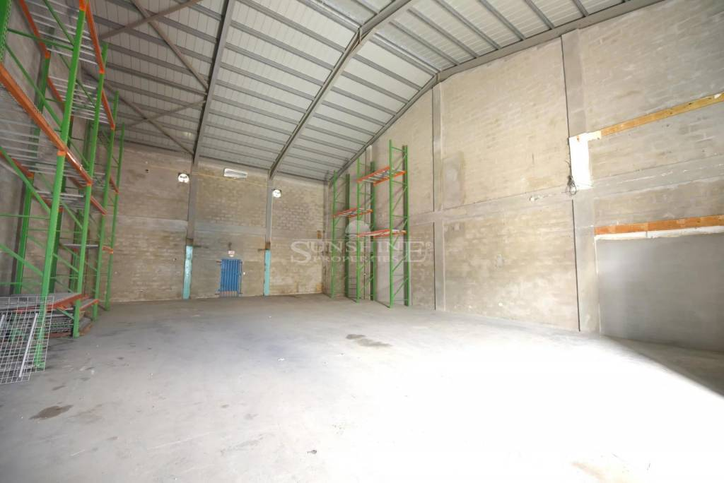 Warehouse location located in Cole Bay