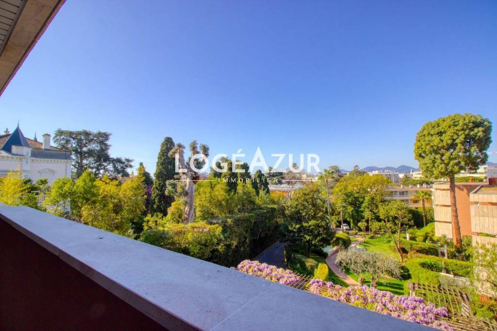 FOR SALE CANNES APARTMENT - CANNES CENTER - 2 BEDROOM APARTMENT