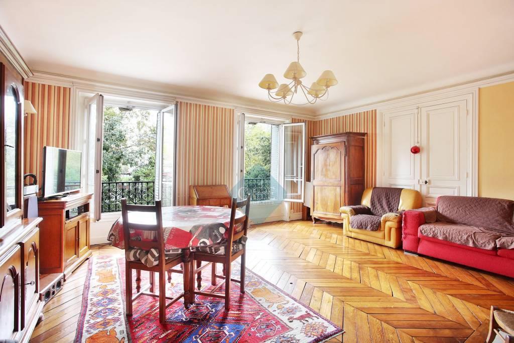 Bel appartement familial donnant sur la Place Léon Blum