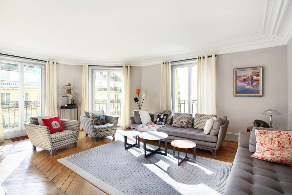 Appartement familial de charme, lumineux, avec balcon filant