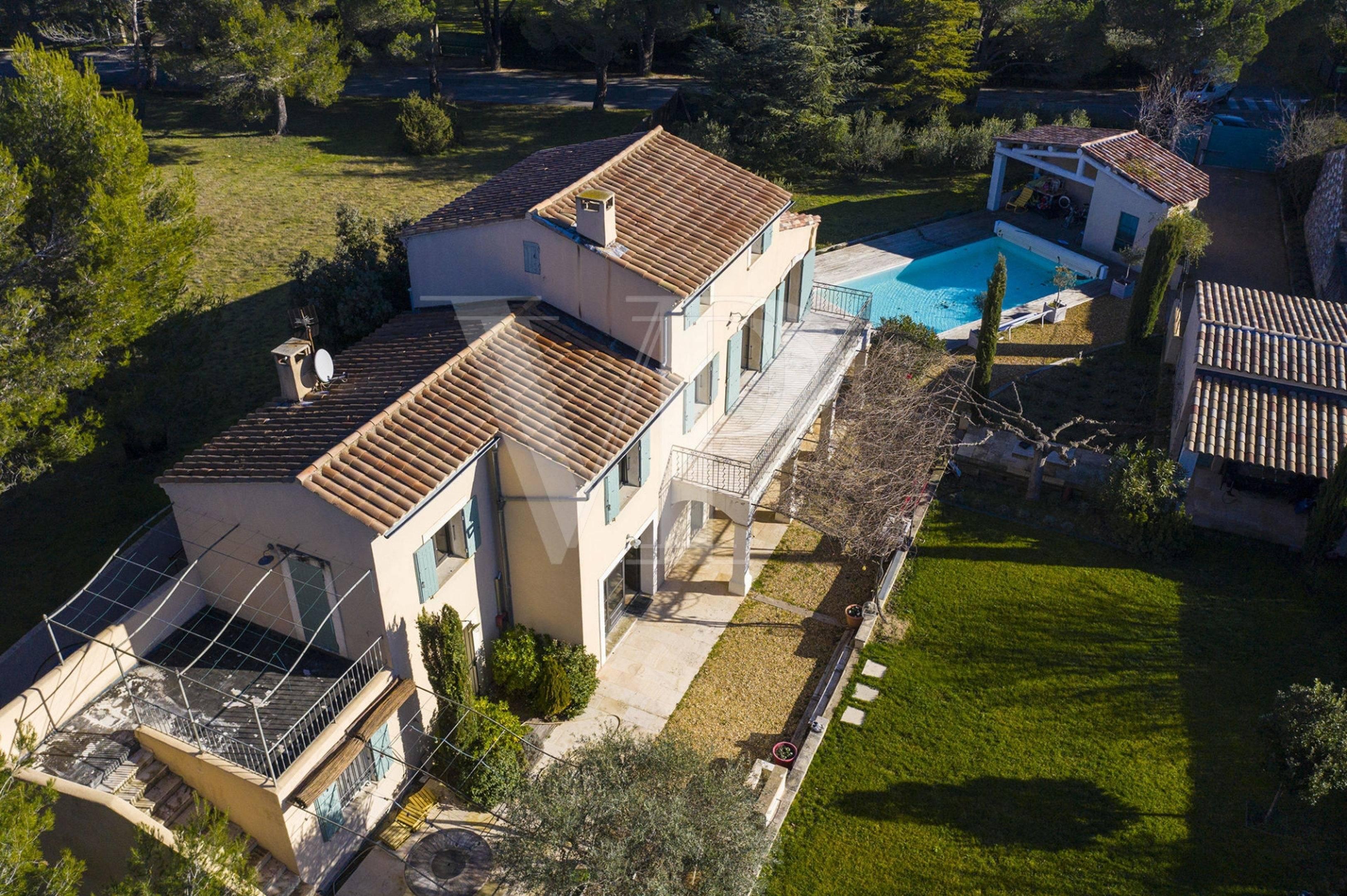 Maison proche village Eygalières