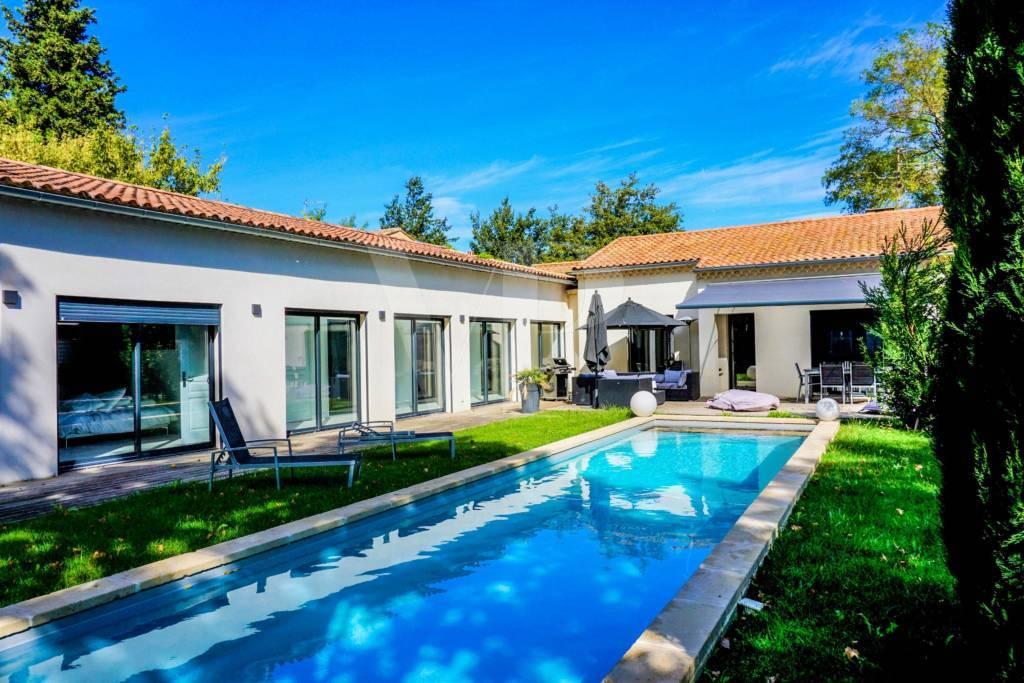 Maison contemporaine en plein centre de Saint Rémy de Provence vendue par Von Peerc  immobilier