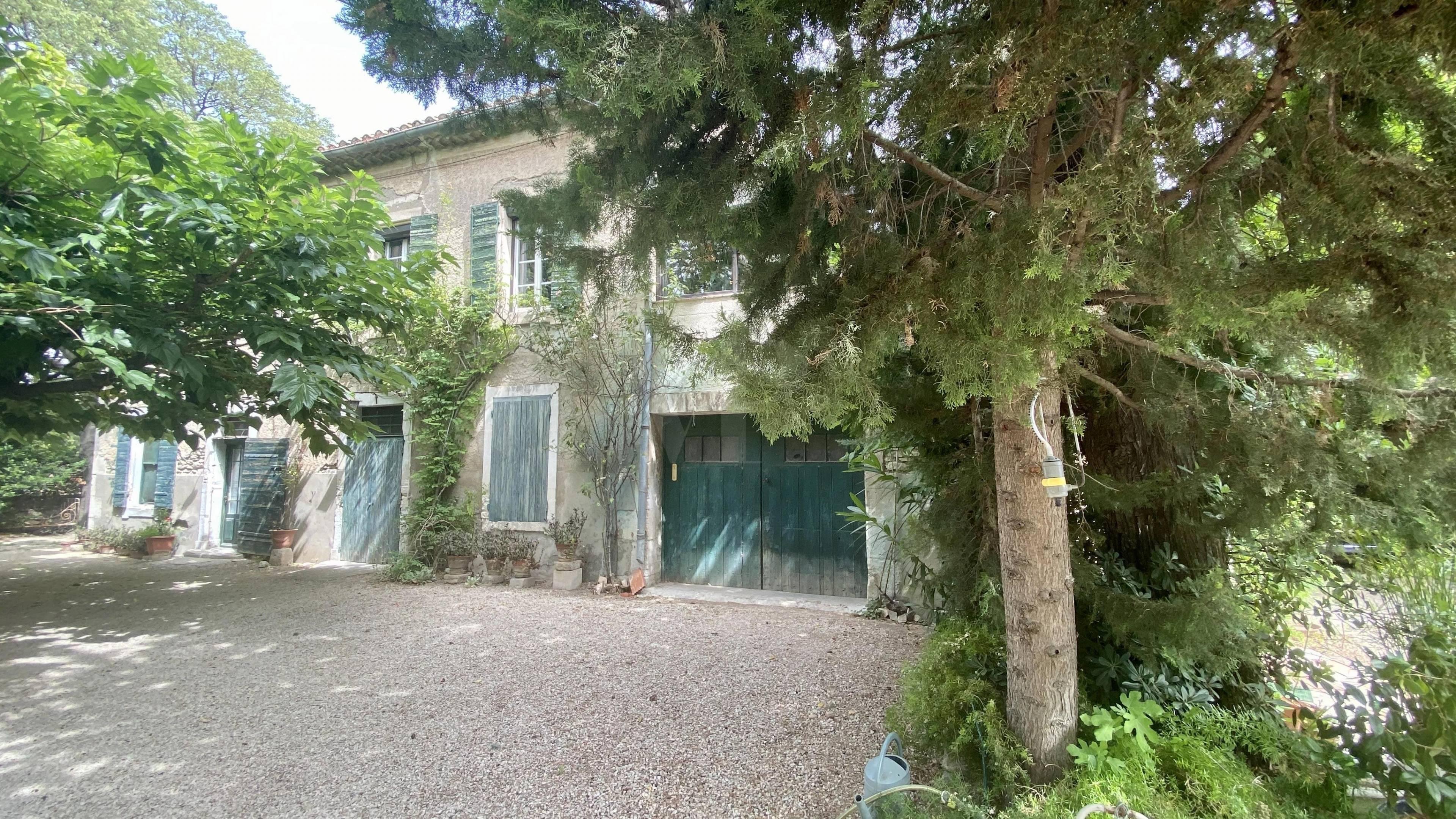 1 18 Saint-Rémy-de-Provence