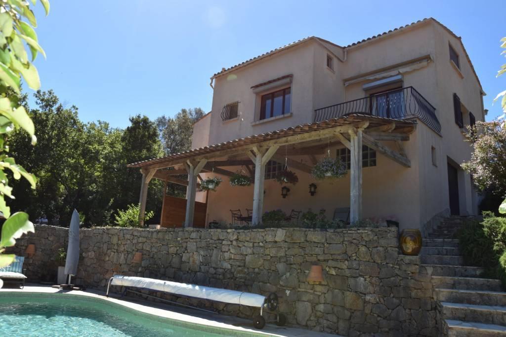 CLAVIERS : Charmante villa avec piscine
