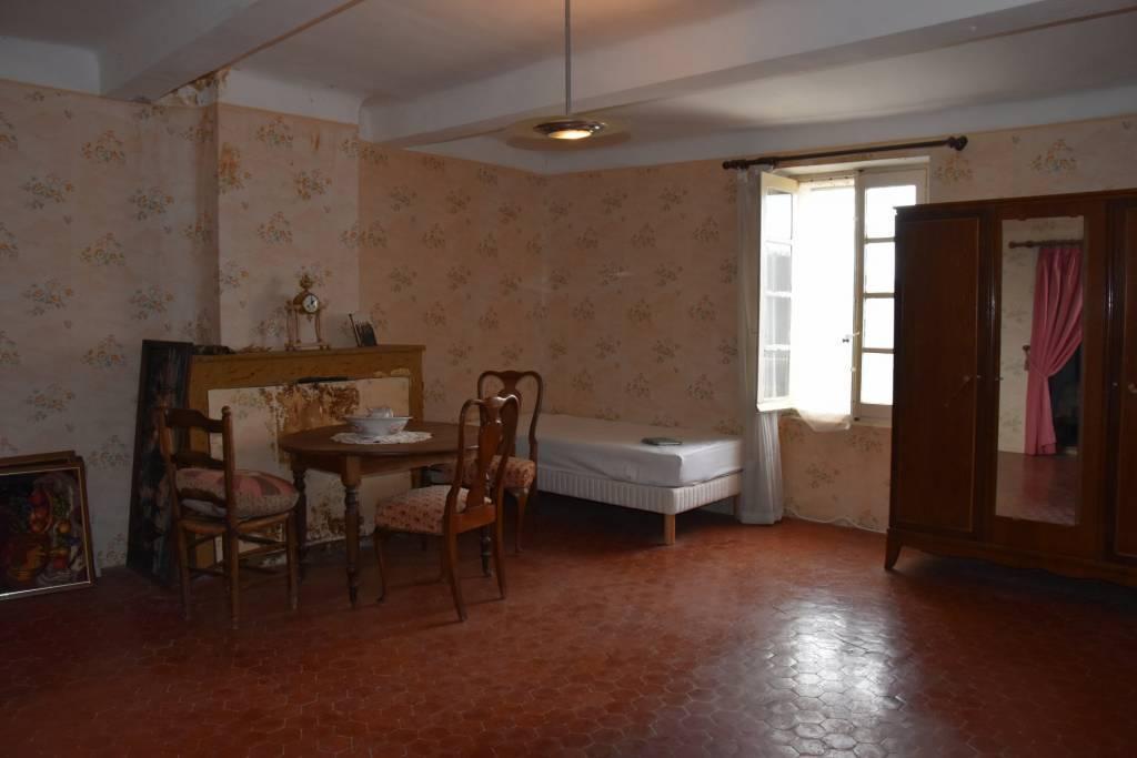 CLAVIERS : Appartement à restaurer
