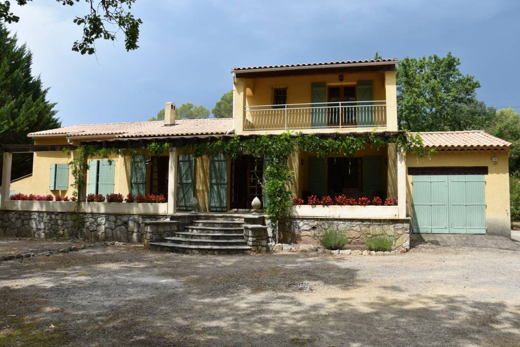 CALLAS : Beautiful house in quiet area with pool