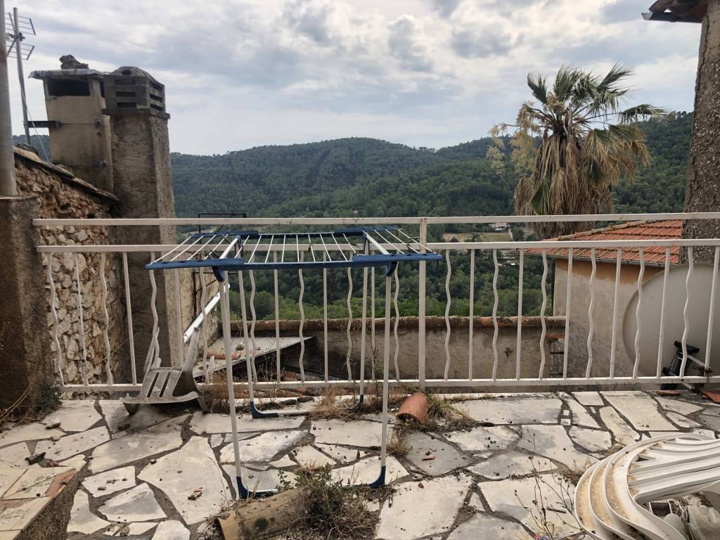 CLAVIERS : Village house to restore with terrace
