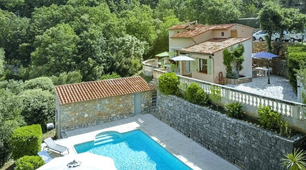 CLAVIERS : Nice house with pool