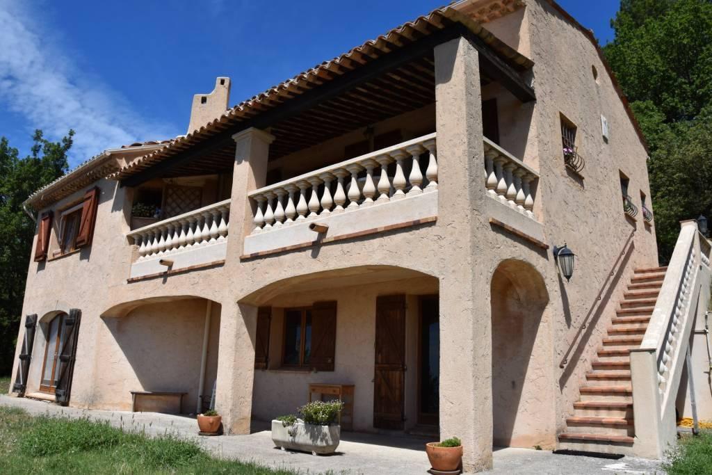 BARGEMON : Jolie villa avec vue panoramique