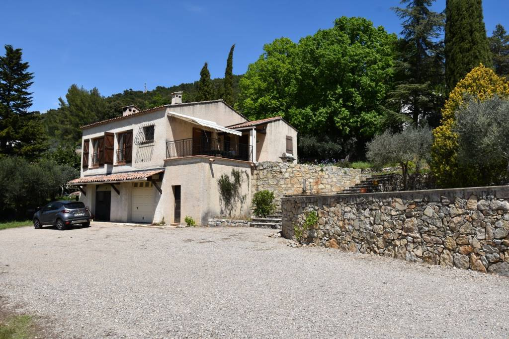 CLAVIERS :House with swimming pool and nice view