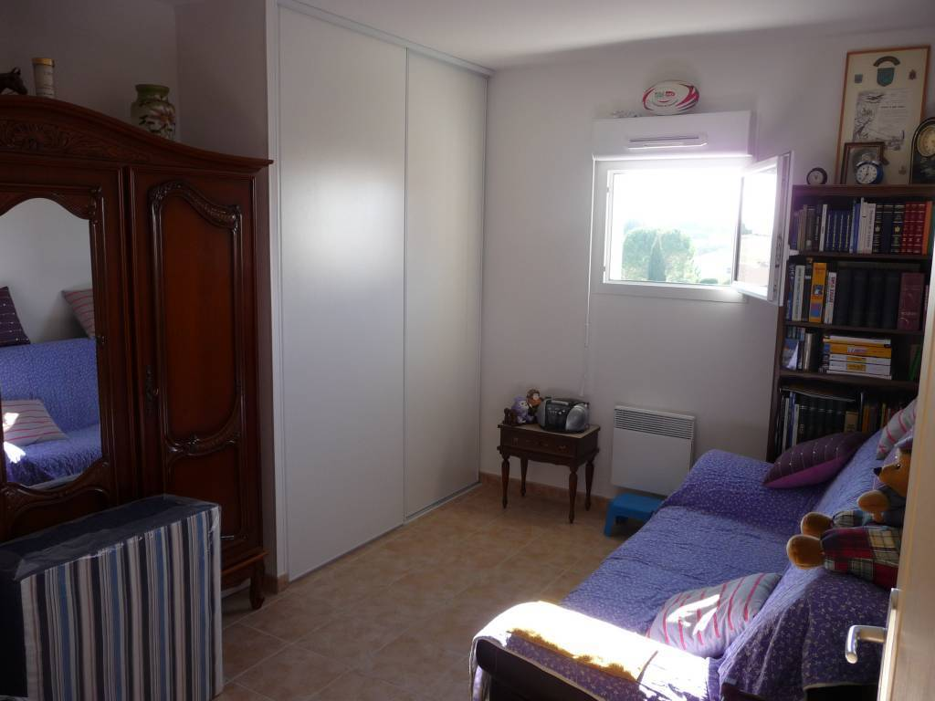 LEZIGNAN CORBIERES-appartement avec terrasse et 2 places de parking