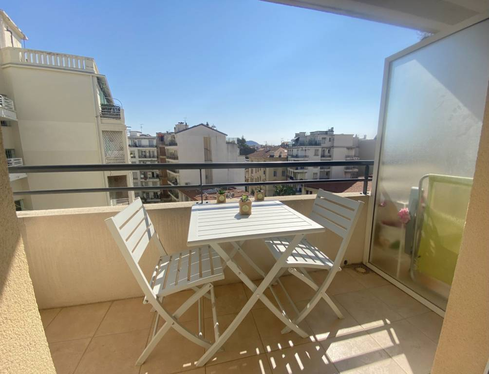 Nice 2 Rooms with terrace open view Carré d'Or