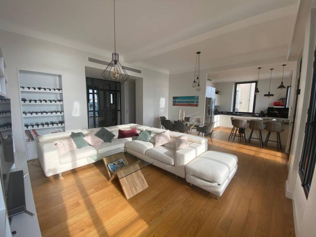 Appartement  4 Rooms 97m2  for sale   780000 €