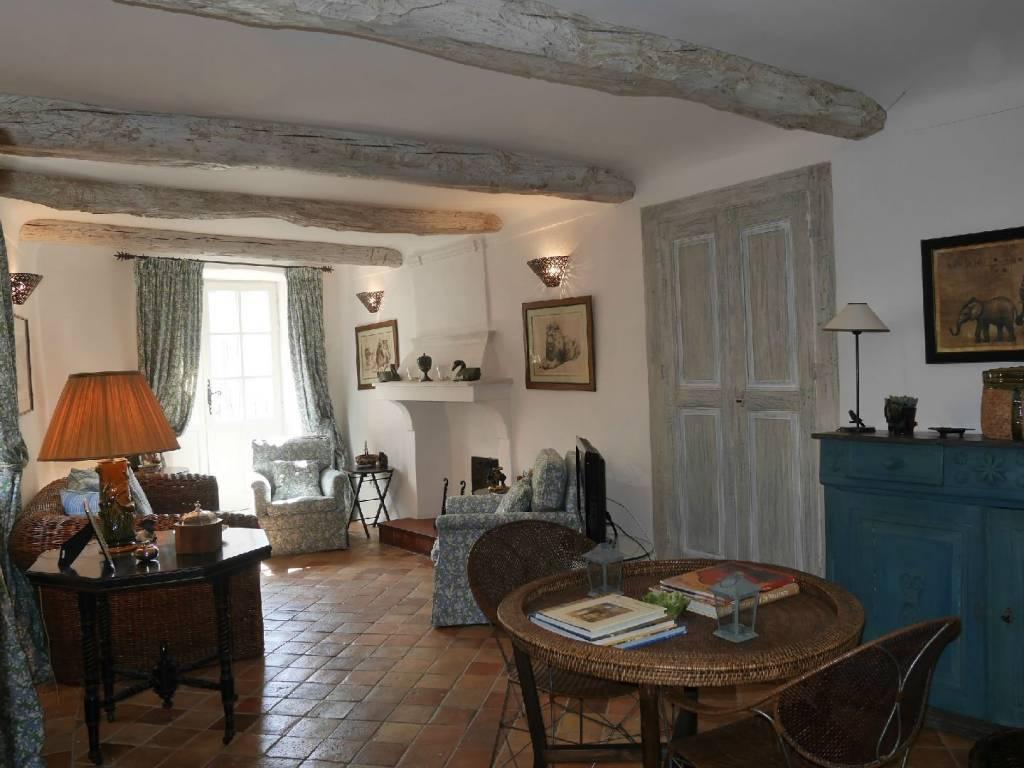 Maison rénovée à Goult
